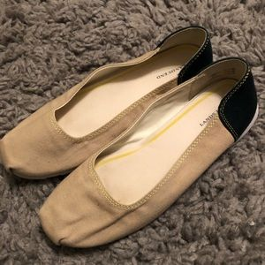 Brand New Land's End shoes size 6